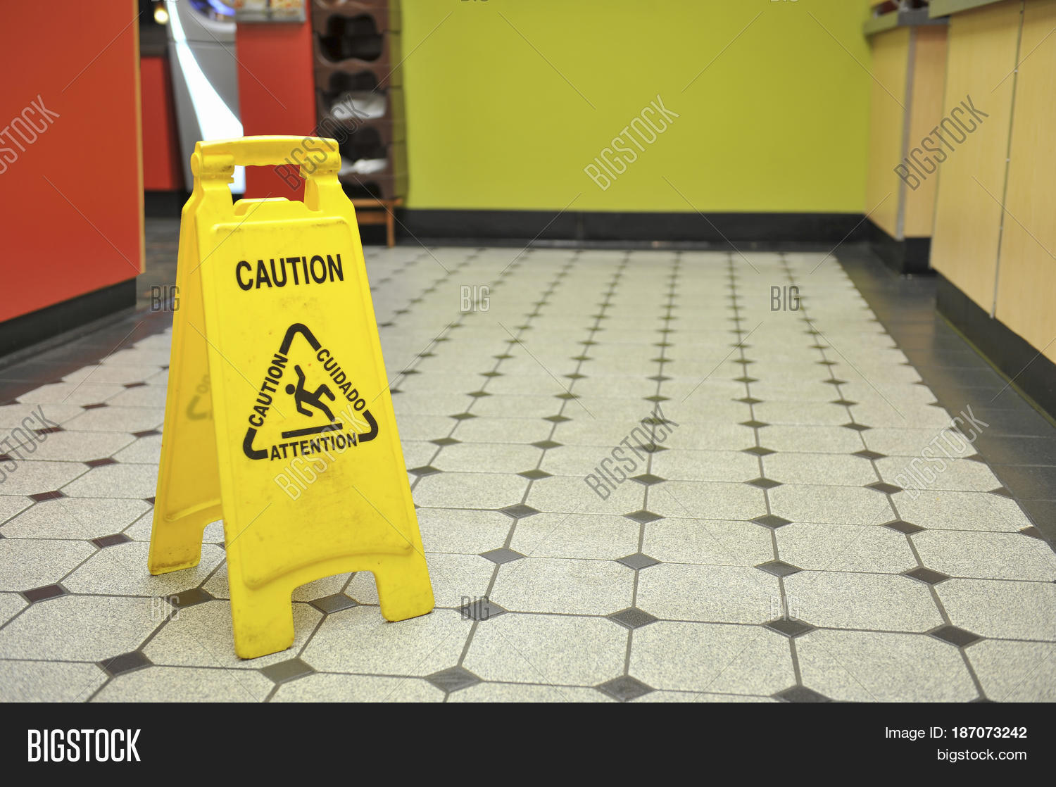 image et photo de restaurant wet floor sign bigstock. Black Bedroom Furniture Sets. Home Design Ideas