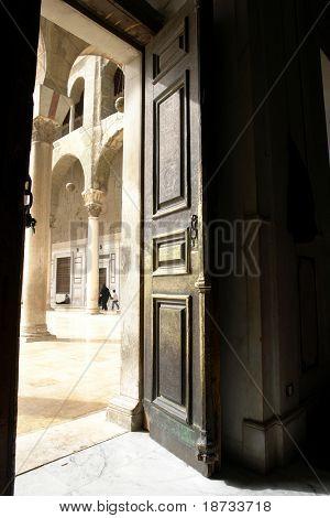 Eine historische Tür in Umayyad Moschee in Damaskus Syrien