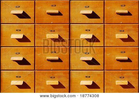 Cajones de madera antiguo marrón de la oficina