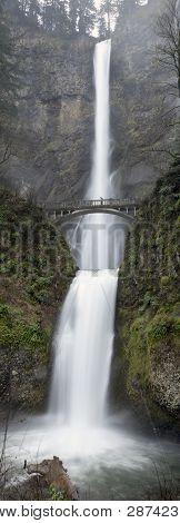 The beautiful Multnomah Falls in the Columbia River Gorge, Portland - Oregon