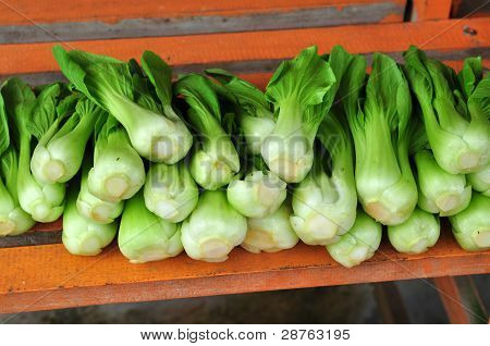 raw green vegetable selling in the market