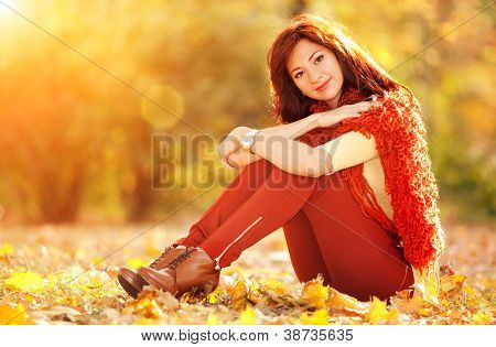 Pretty young woman rest in the autumn park