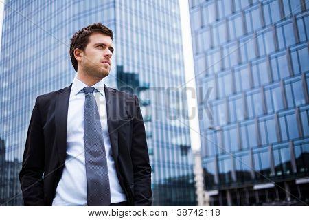 Retrato de un hombre de negocios guapo