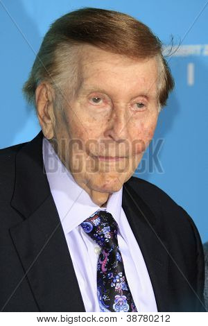 LOS ANGELES - OCT 23: Sumner Redstone at the Premiere of Paramount Pictures' 'Flight' at ArcLight Cinemas on October 23, 2012 in Los Angeles, California