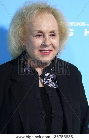 LOS ANGELES - OCT 23:  Doris Roberts arrives at the