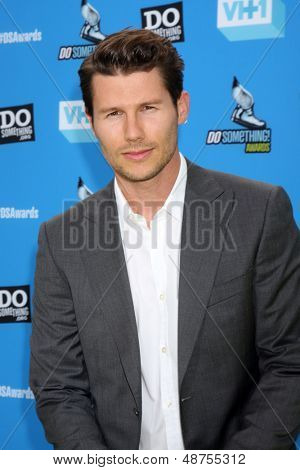 LOS ANGELES - JUL 31:  Jason Dundas arrives at the 2013 Do Something Awards at the Avalon on July 31, 2013 in Los Angeles, CA