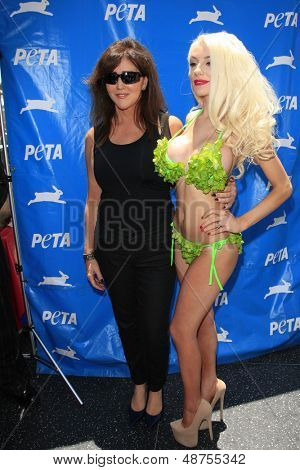 LOS ANGELES - JUL 31:  Krista Stodden, Courtney Stodden at the PETA Pink's Veggie Hot Dog Event at the Hollywood & Highland on July 31, 2013 in Los Angeles, CA