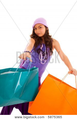 Niño con bolsas