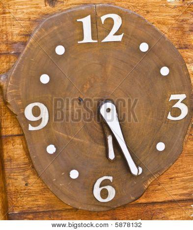 hölzerne Uhr