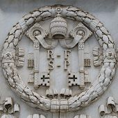 Постер, плакат: Vatican shield carved in stone