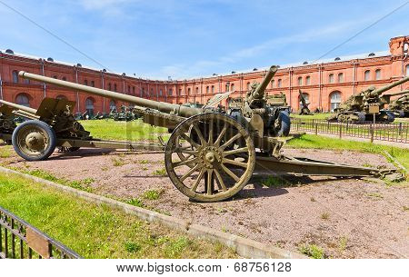Soviet 76-mm Divisional Gun M1933