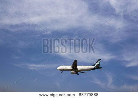 Airbus A320 233  Ready For Landing
