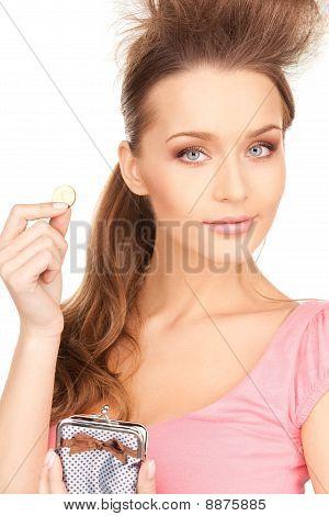 Linda mulher com bolsa e dinheiro