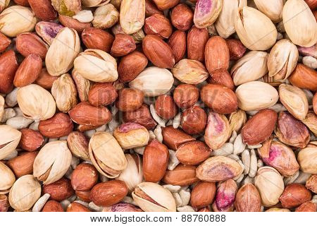 Pistachios with peanuts and sunflower seeds.