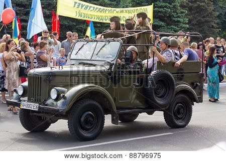 Makeevka, Ukraine - May, 9, 2012: Historic Parade In Honor Of The Anniversary Of Victory Over Fascis