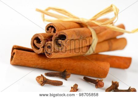 detail of cinnamon sticks and cloves