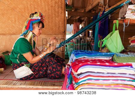 Long Neck Woman Weaving