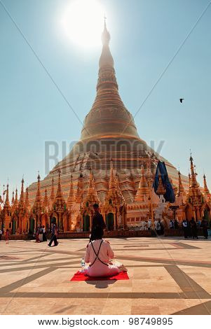 Sun Worshipping At Shwedagon Pagoda