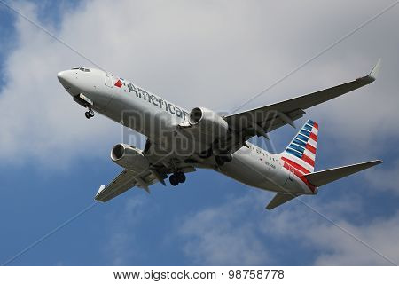 American Airlines Boeing 737 descending for landing at JFK International Airport in New York