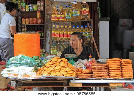 woman sells baked goods in the market, Hanoi