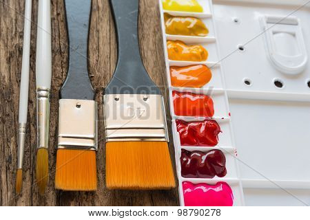 Brush and watercolor palette
