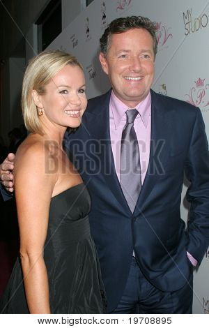 LOS ANGELES - AUG 10:  Amanda Holden & Piers Morgan arrives at the Paris Hilton's