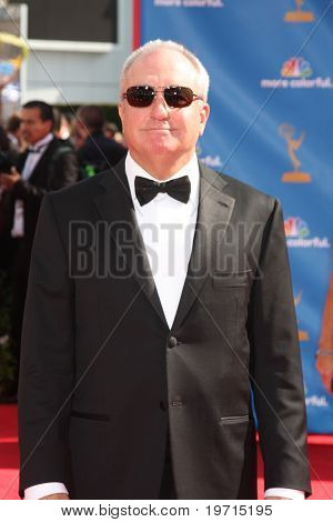 LOS ANGELES - AUG 29:  Lorne Michaels arrives at the 2010 Emmy Awards at Nokia Theater at LA Live on August 29, 2010 in Los Angeles, CA