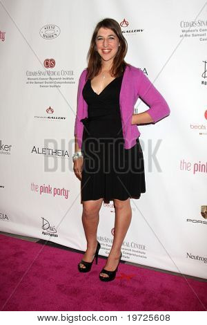 LOS ANGELES - SEP 25:  Mayim Bialik  arrives at the Pink Party 2010 at W Hollywood Hotel on September 25, 2010 in Los Angeles, CA