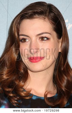 LOS ANGELES - SEP 30:  Anne Hathaway arrives at  Variety's 2nd Annual Power of Women Luncheon at Beverly Hills Hotel on September 30, 2010 in Beverly Hills, CA