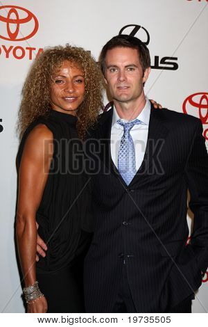 LOS ANGELES - OCT 16:  Michelle Hurd, Garret Dillahunt arrive at the 2010 Environmental Media Awards at Warner Brothers Studios on October 16, 2010 in Burbank, CA