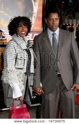 LOS ANGELES - OCT 26:  Pauletta & Denzel Washington arrive at the