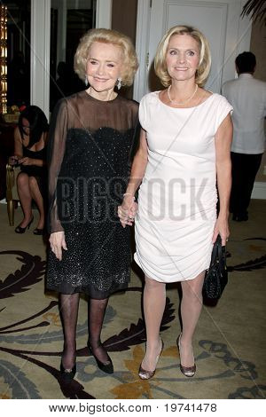 LOS ANGELES - OCT 29:  Agnes Nixon, daughter Cathy Chicos arrive at the Peace Over Violence Event at Beverly Hills Hotel on October 29, 2010 in Beverly Hills, CA
