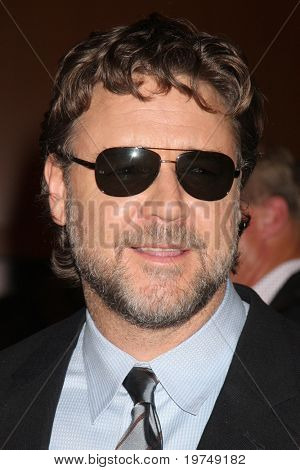LOS ANGELES - NOV 16:  Russell Crowe arrives at