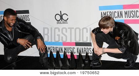 LOS ANGELES - NOV 21:  Usher, Justin Bieber in the Press Room of the 2010 American Music Awards at Nokia Theater on November 21, 2010 in Los Angeles, CA
