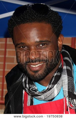 LOS ANGELES - NOV 18:  Darius McCrary arrives at the 2010 Hollywood Chamber of Commerce Fire Dept & Police Appreiciation Luncheon at Wilcox Police Station on November 18, 2010 in Los Angeles, CA