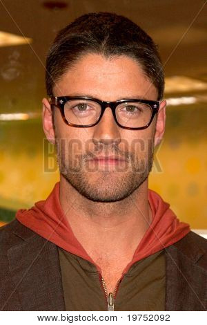 LOS ANGELES - NOV 19:  James Scott at the Book Launch