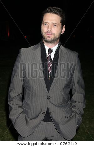LOS ANGELES - 7 de JAN: Jason Priestley chega no Hallmark Inverno 2011 TCA Party no torneio de