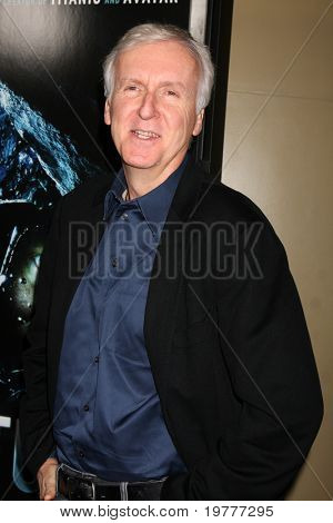 LOS ANGELES - 31 de janeiro: James Cameron chega na estréia de