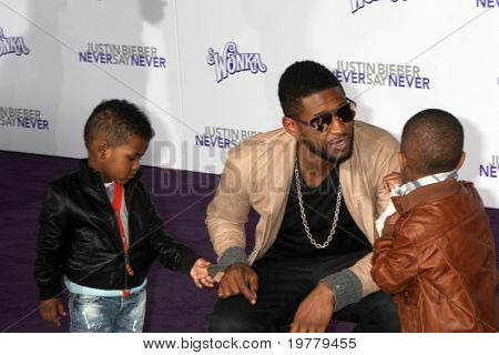 LOS ANGELES - FEB 8:  Usher Raymond and sons Usher Raymond V  and Naviyd Ely Raymond arrives at the