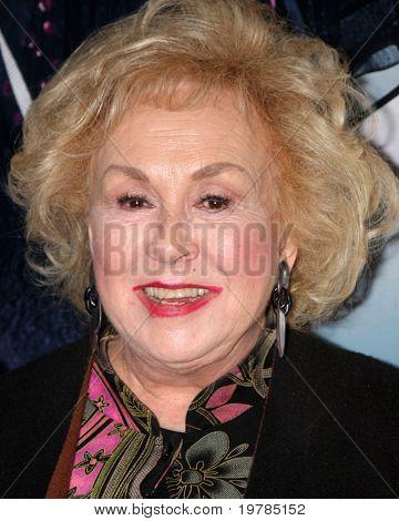 """LOS ANGELES - 17 de FEB: Doris Roberts llega a la apertura de """"Broadway de Ethel Merman"""" en El Porta"""