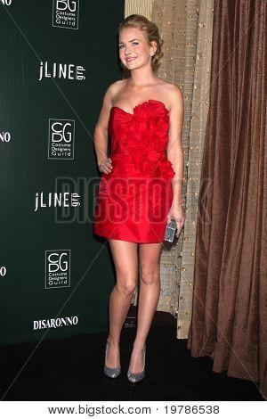 Los Angeles feb 22: Britt Robertson in der dreizehnten jährlichen Kostüm Designers Guild kommt awards an
