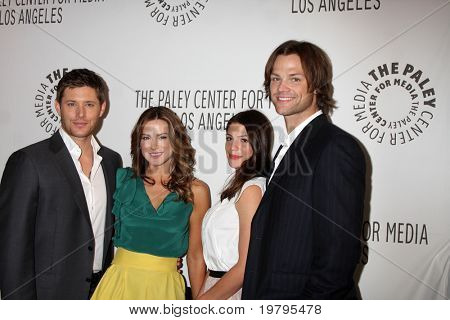 LOS ANGELES - MAR 13:  Jensen Ackles, Danneel Harris Ackles, Genevieve Cortese and Jared Padalecki arrive at the