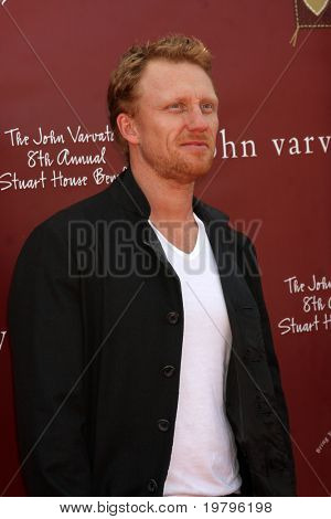 LOS ANGELES - MAR 13:  Kevin McKidd arriving at the John Varvatos 8th Annual Stuart House Benefit at John Varvaots Store on March 13, 2011 in Los Angeles, CA