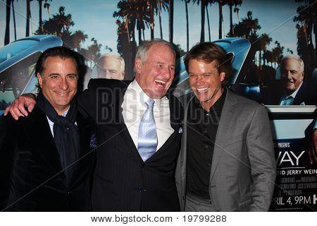 """LOS ANGELES - 22 de MAR: Jerry Weintraub, Andy Garcia e Matt Damon chegam """"His Way"""" Los na HBO"""