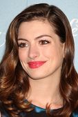 LOS ANGELES - SEP 30:  Anne Hathaway arrives at  Variety's 2nd Annual Power of Women Luncheon at Bev
