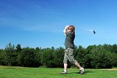 foto of pro-life  - Man tees off at the golf course.