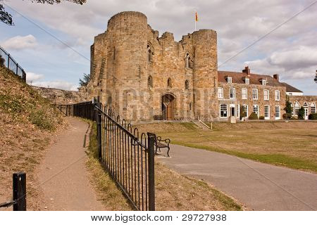Tonbridge castle gatehouse