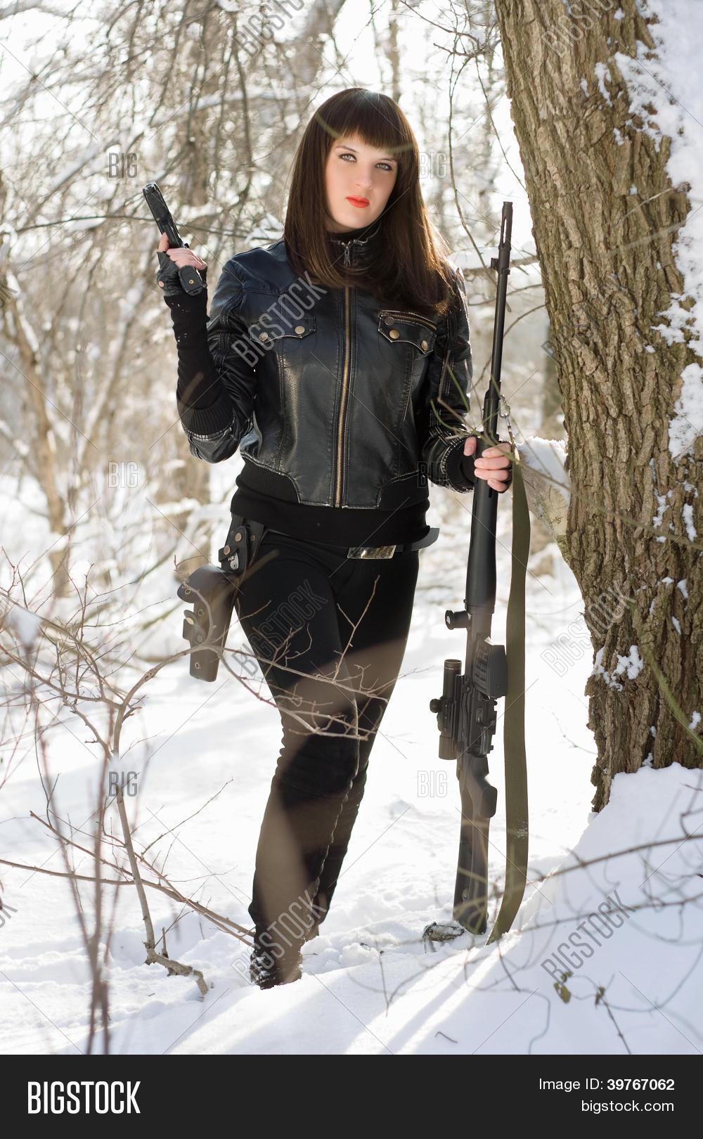 Фото ню в зимнем лесу 2 фотография