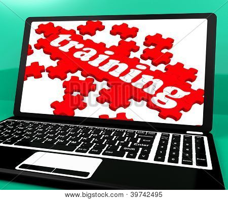 Training Puzzle auf Notebook zeigt Webinare