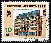 Постер, плакат: Почтовая марка ГДР 1983 Центральный дворец Лейпциг Осенняя ярмарка